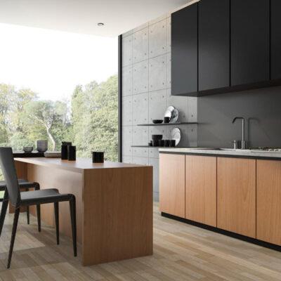 Μάυρη με ξύλο σύνθεση κουζίνας