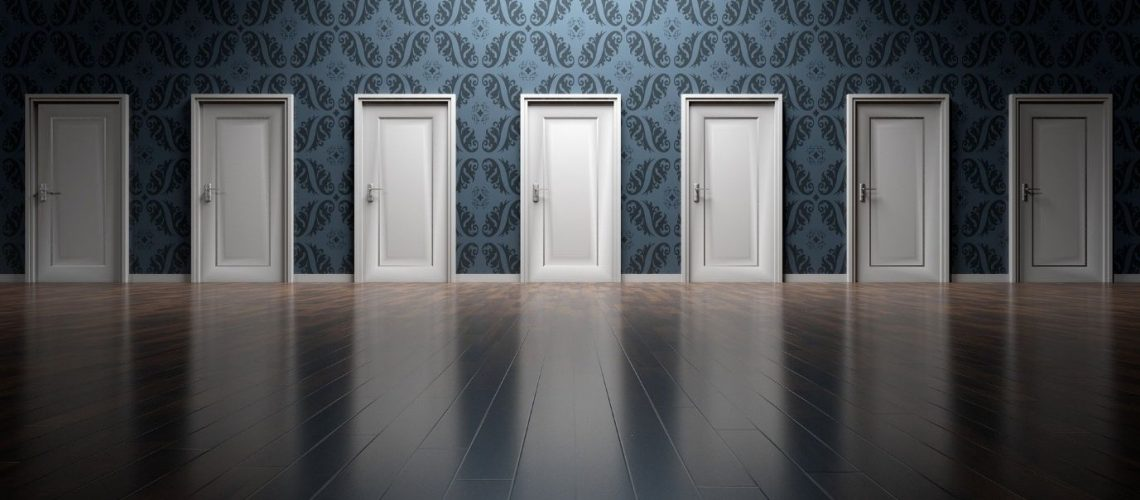 Τι πόρτα να διαλέξω; Ξύλινη ή PVC
